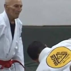 Rare footage of Helio Gracie showing a guard pass