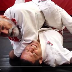 Illusive wrist lock from inside the closed guard by Fabio Santos